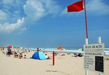 Red Flag on Main Beach